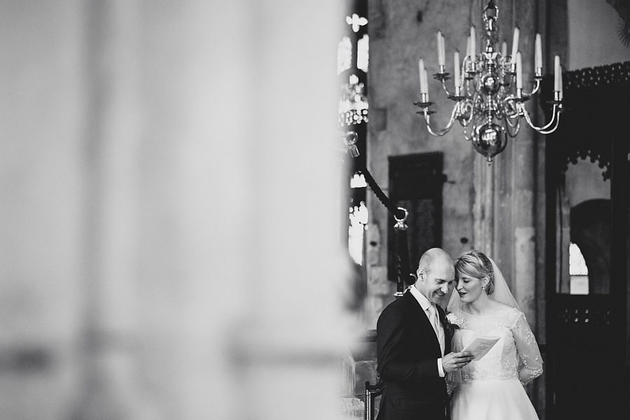 bride and groom share a moment at cirencester church by sam gibson