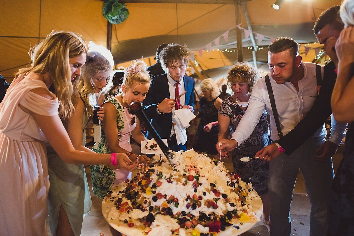 guests eating smashed cake