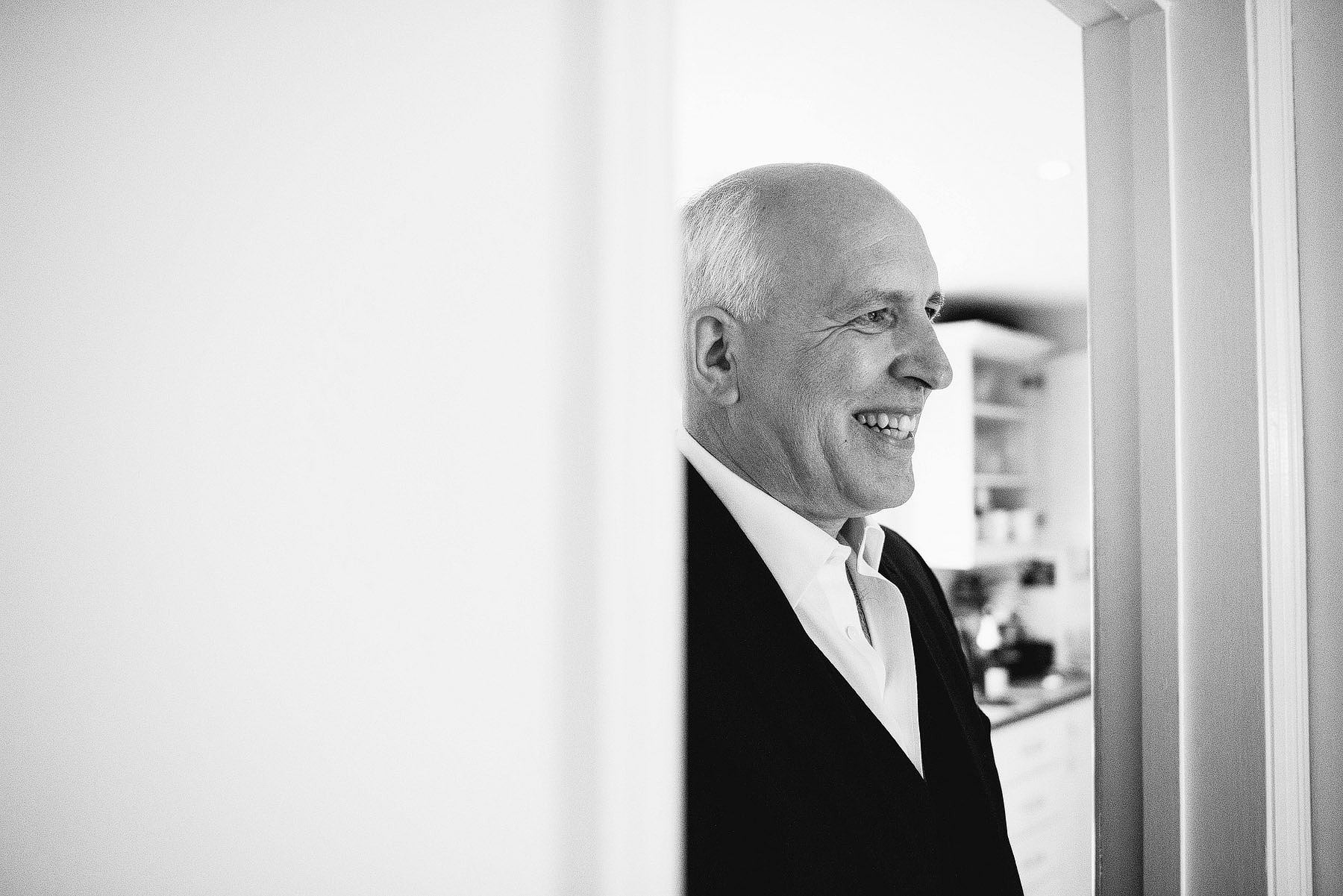 dad seeing his daughter in her wedding dress for the first time