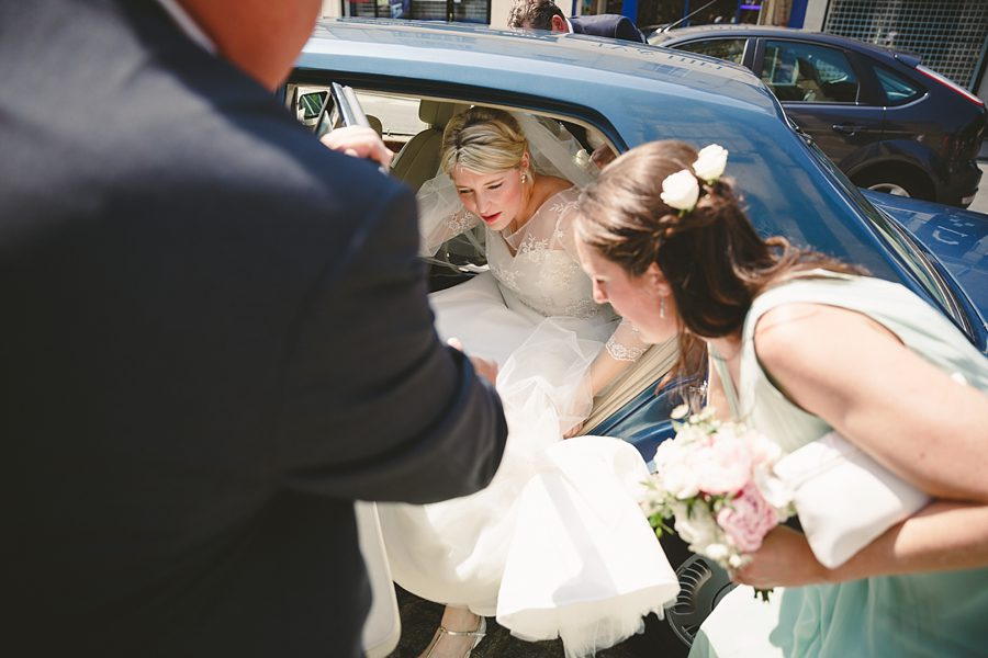 bride arriving at cirencester church by sam gibson