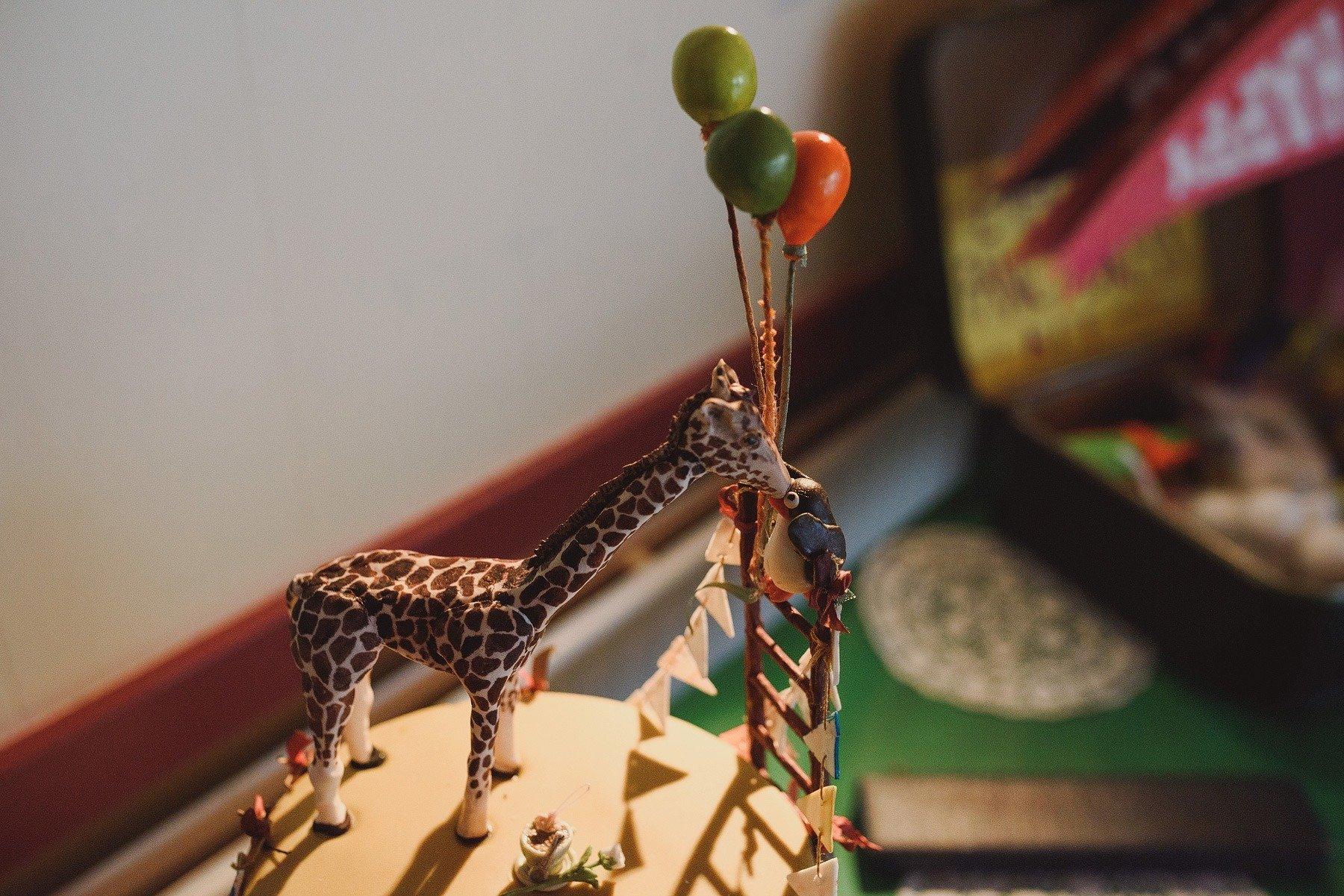 giraffe and penguin wedding cake