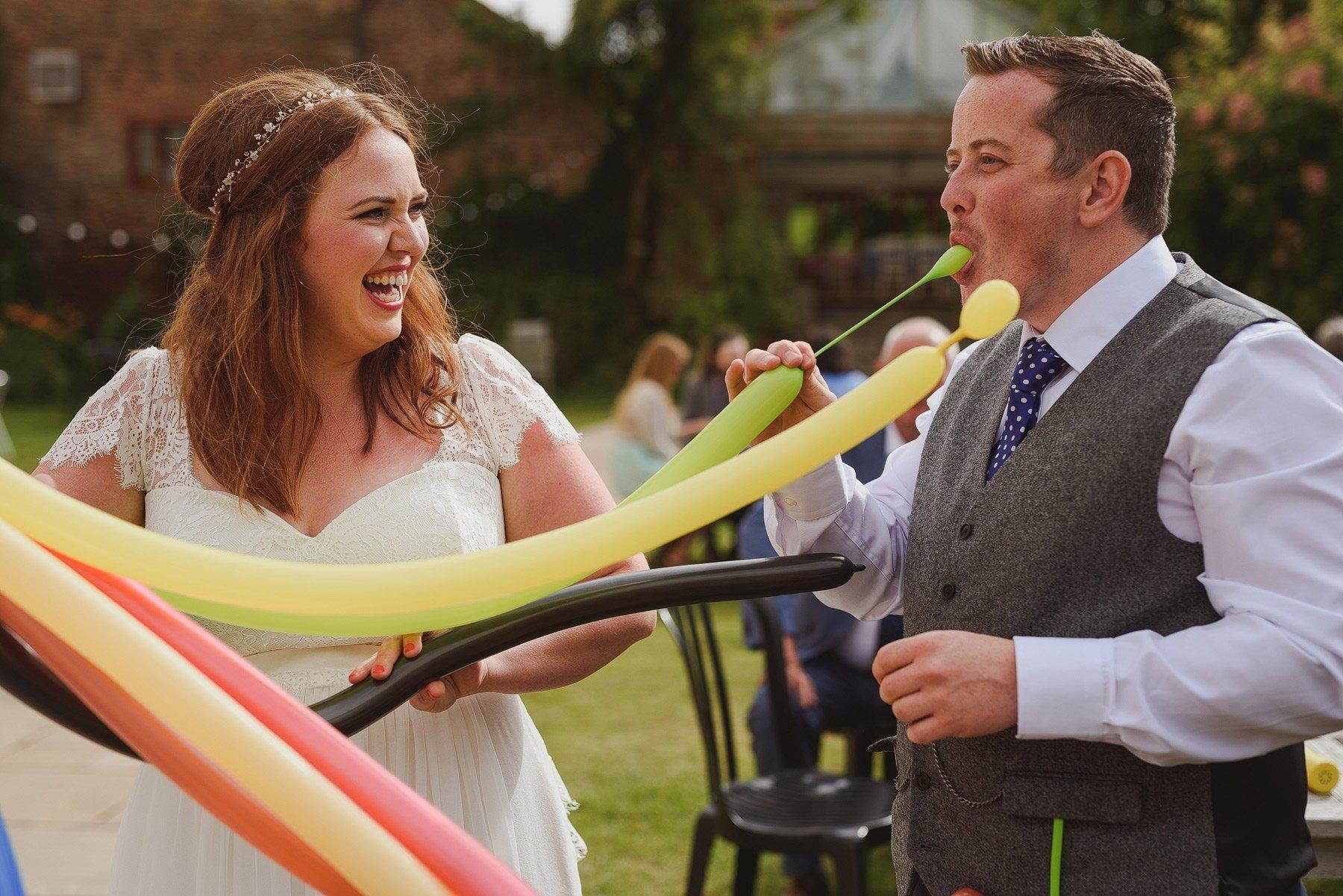 balloon sculpture at weddings