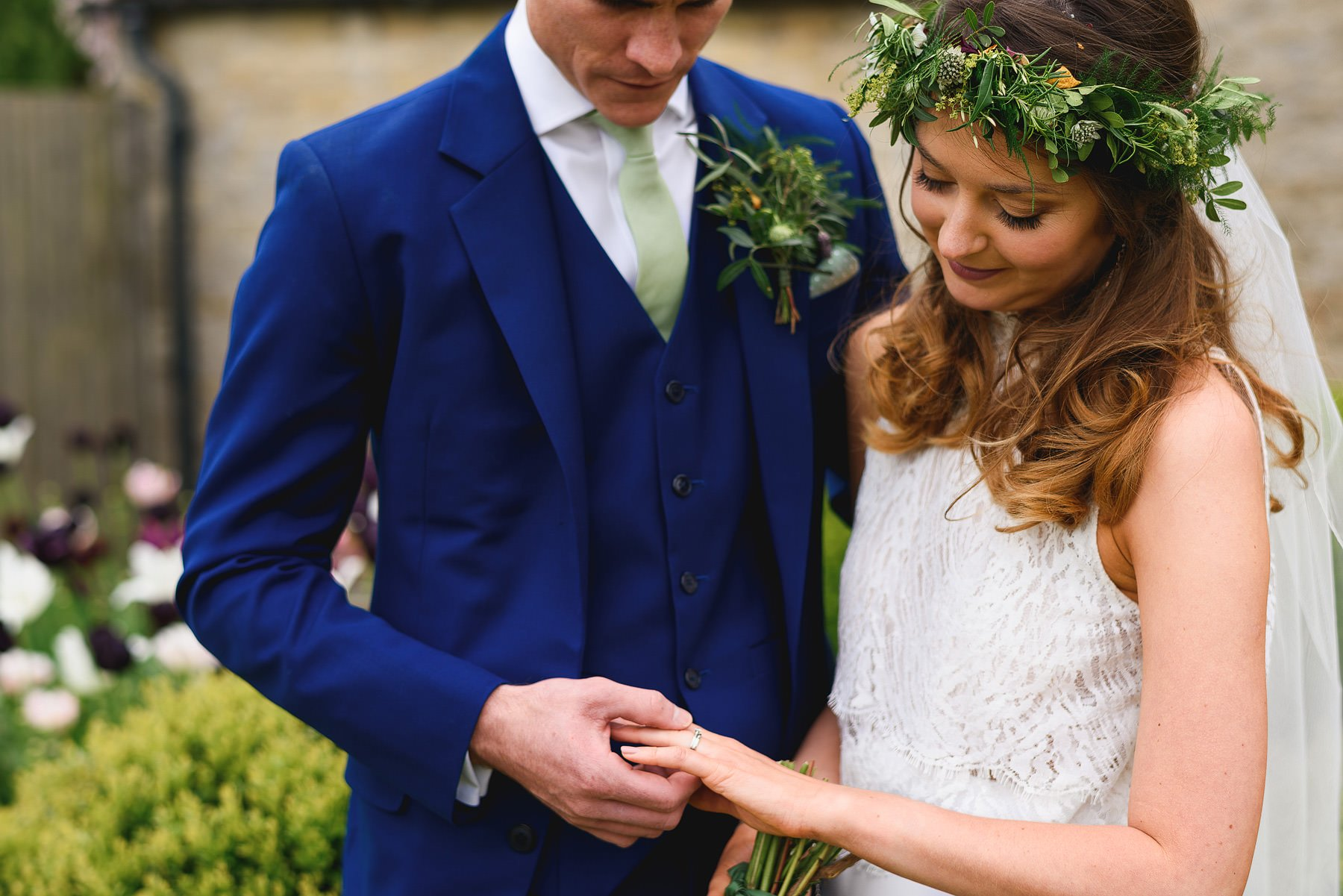wedding photos at merriscourt in the cotswolds